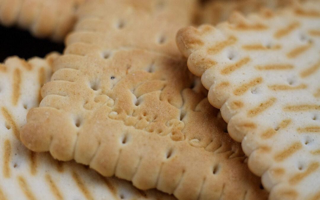Steelt werknemer een pak koekjes?